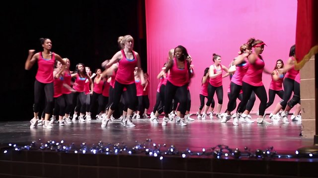 Dancers show their moves in Fall recital